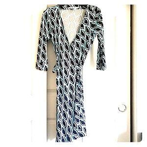 Diane Von Furstenberg wrap dress 3/4 sleeve 6